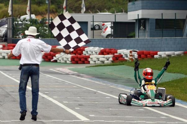 Foto: Flávio Quick - Leonardo Lanza, da Super Master, venceu as duas corridas deste sábado