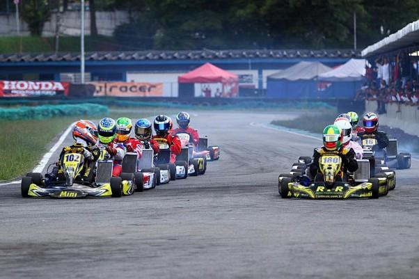 Foto: Flávio Quick - Belos pegas deram emoção à corrida da Super Sênior.