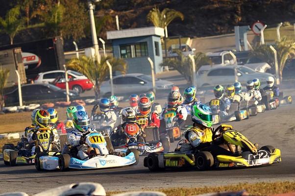 Foto: Flávio Quick - 30 pilotos estiveram nas largadas da categoria Sprinter.