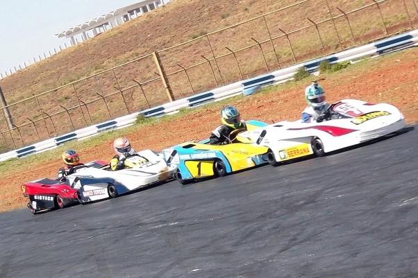 Foto: Flávio Quick - O jogo de vácuo é um dos diferenciais das provas de kart no autódromo.