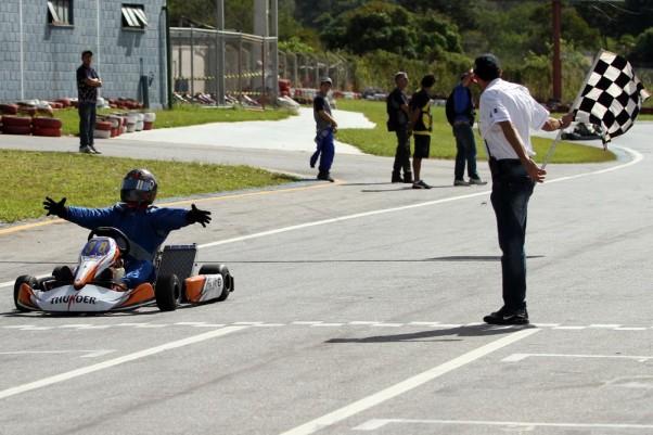 Foto: Flávio Quick - Igor Amaral comemorou muito a sua primeira vitória.