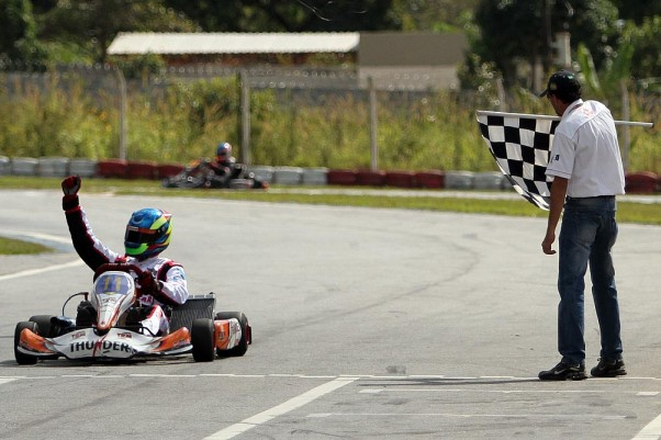 Foto: Flávio Quick - Fernando Buzollo venceu as duas corridas na classe Super Master.