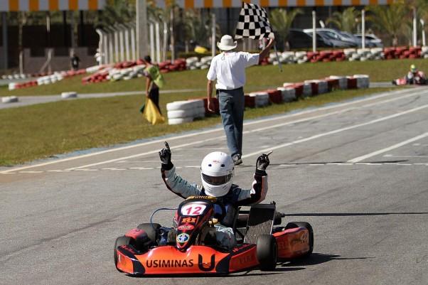 Foto: Flávio Quick – Gustavo Zwetkoff venceu as duas corridas do dia na Júnior Menor.