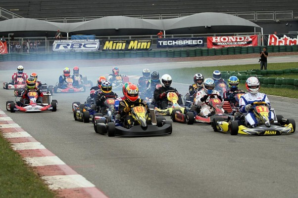Foto: Flávio Quick - As provas da classe Super Sênior tem reunido mais de 20 pilotos no grid.