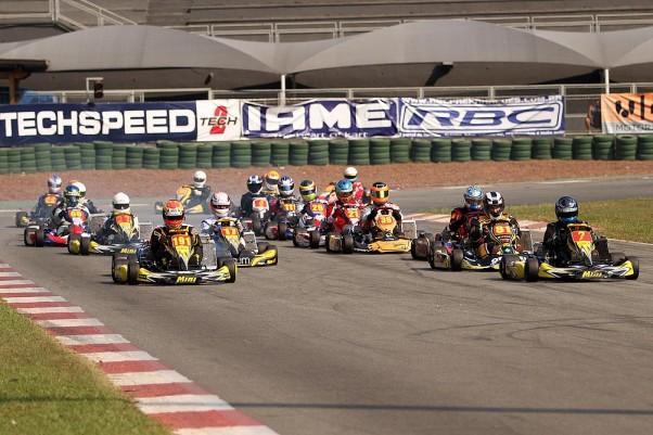 Foto: Flávio Quick - A Super Sênior teve o maior número de pilotos nas provas deste sábado.