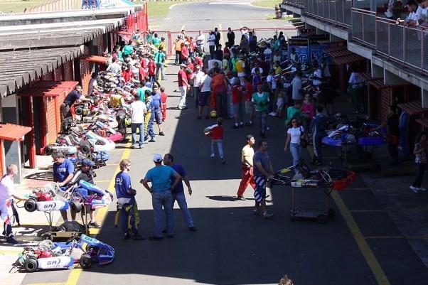 Foto: Flávio Quick - A expectativa dos organizadores é de boxes lotados para as provas deste domingo.