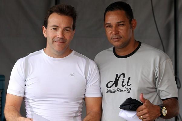 Bruno Fusaro (E) e Nil, seu chefe de equipe. - Crédito: Flávio Quick