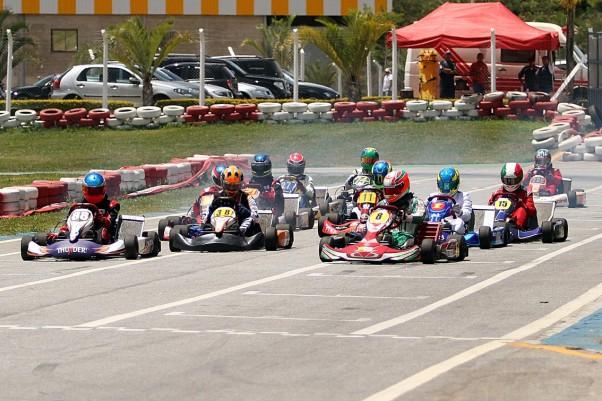 12 karts estiveram alinhados na Super Master / Sprinter - Foto: Flávio Quick