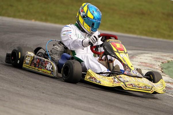 Foto: Flávio Quick - Bruno Fusaro usou fotos da família na carenagem de seu kart.