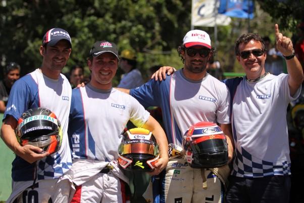 """Foto: Flávio Quick - Os três pilotos vencedores da Sênior """"A"""" com Rafael Cançado."""