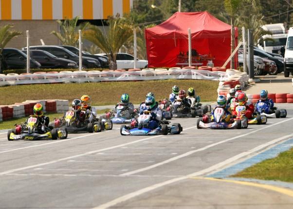 Foto: Flávio Quick - A categoria F400 reuniu o maior número de pilotos da etapa.