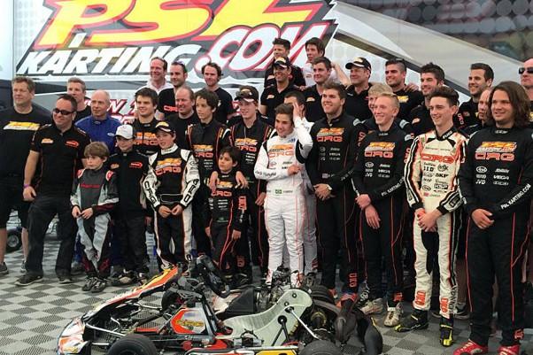 Foto: Divulgação - Rafael entre os demais pilotos da PSL Karting na competição